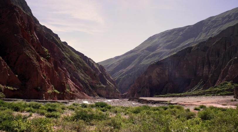 Un rayo de luz entre las montañas. Foto: Sara Gordón