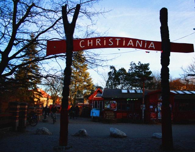 Una de las puertas de entrada a Christiania.