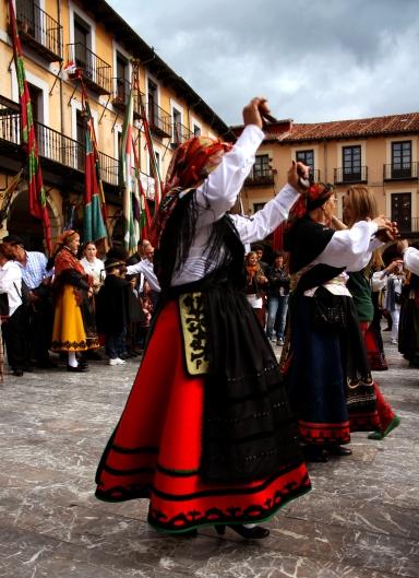 Las fiestas populares se convirtieron en el lugar donde los pendones cobraban protagonismo. Foto: Sara Gordón