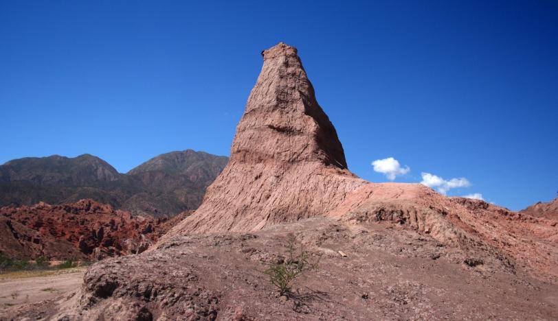 El obelisco de 26 metros de alto. Foto: Sara Gordón.