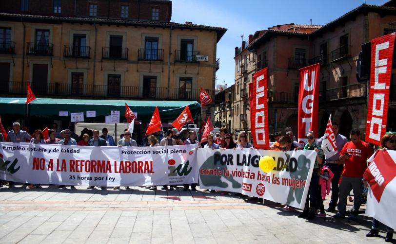 Todos los grupos reunidos al final de la manifestación en la Plaza Mayor de León. Foto: Sara Gordón