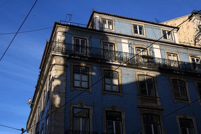 Los edificios cortados por cables. Foto: Sara Gordón