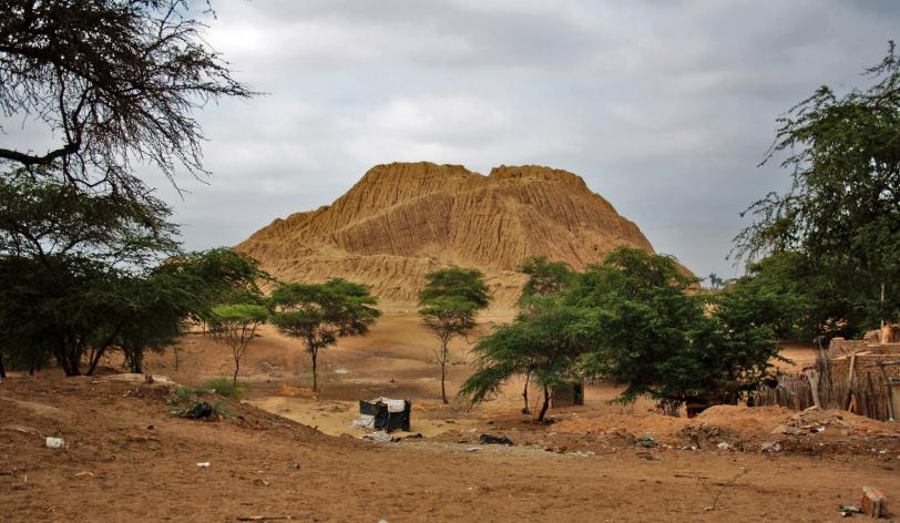 Es una pena encontrar basura en el recinto, aunque ahora se empieza a proteger el lugar donde se encuentran las pirámides. Foto: Sara Gordón