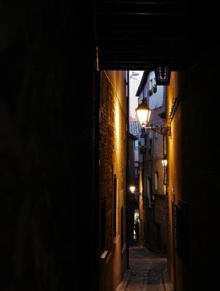 Una callejuela del laberinto de Toledo. Foto: Sara Gordón