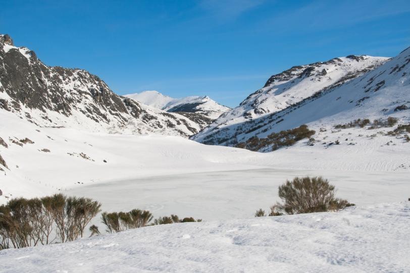 Eso blanco y congelado es el lago. Foto: Sara Gordón