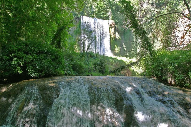El baño de Diana y al fondo la Cascada la Caprichosa. Foto: Sara Gordón