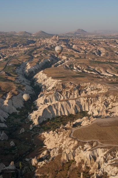 Love valley y Uchisar desde el globo. Foto: Sara Gordón
