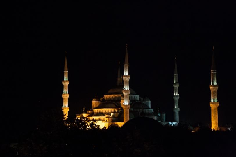 La mezquita azul iluminada. Foto: Sara Gordón